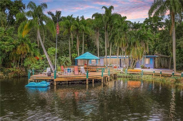 89 Crescent Lake DR, North Fort Myers, FL 33917