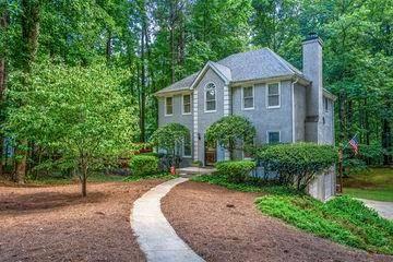 Homes for sale - 495 Summerfield DR, Alpharetta, GA 30022 – MLS#692...